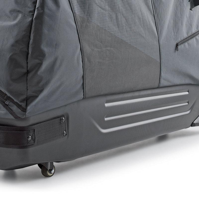 Aus robustem ABS-Kunststoff und Ripstop-Polyester
