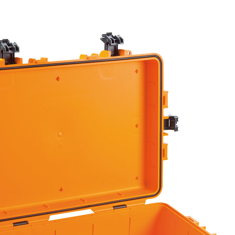 Made of impact-resistant polypropylene (PP)
